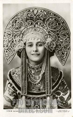 Anna Pavlova in a traditional Kokoshnik/Russian headgear. 1911.