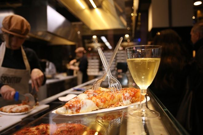 行列嫌いなイタリア人も並ぶ!絶品ピザ「スポンティーニ」日本上陸   RETRIP