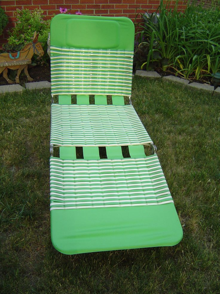 Vintage Aluminum Green Lawn Chair Chaise Pool Lounge Chair / Local Pick Up Warren Michigan (Detroit Area) or Shipping Available by PennyBunny on Etsy
