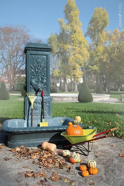 Zdržiavate sa najradšej vonku? Užite si jesenné dni na záhradke s hračkami Janod. :) Záhradníckemu setu sa poteší každý malý záhradník. :)