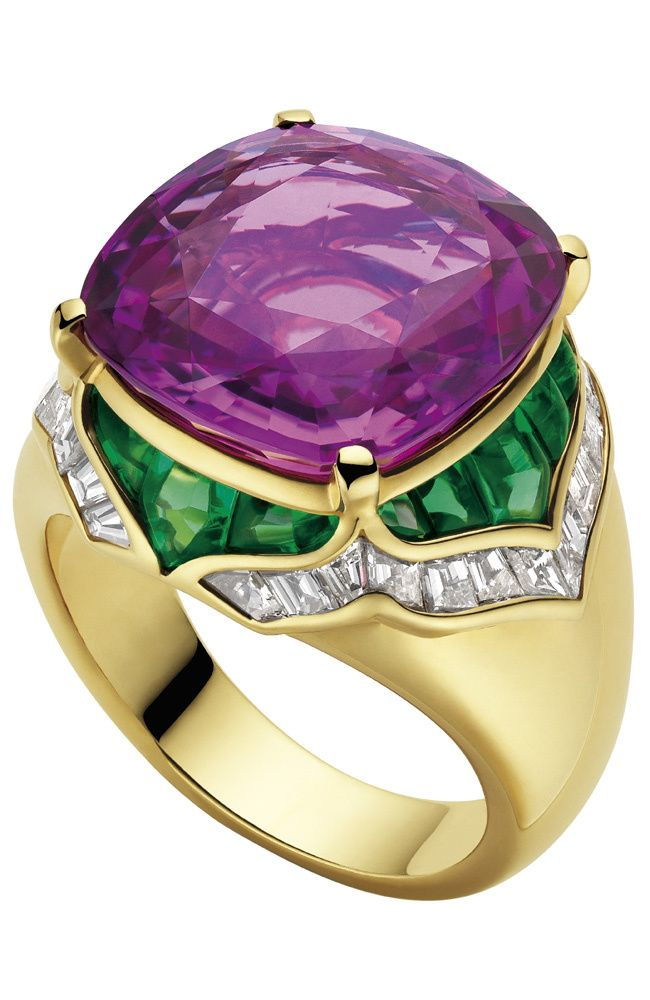 Bulgari - Band of fine jewelery in yellow gold with a pink sapphire, emeralds and diamonds.