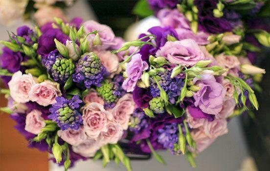 he couple chose a theme of 'vintage elegance' with a violet colour scheme. Image: Sugarlove Weddings