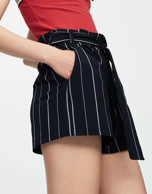 Short rayas tailoring cinturón lazo - Novedades - Mujer - PULL&BEAR España