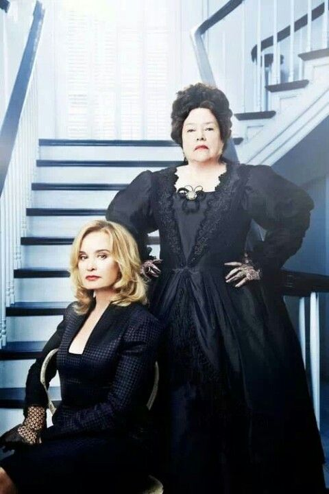American Horror Story :Coven Kathy Bates and Jessica Lange