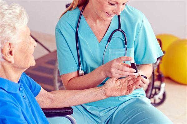 Diabetes doença auto-imune  A Diabetes evita que seu sistema imunológico trabalhe com a eficácia que normalmente teria. Isso faz com que seja mais propenso a sofrer de infecções por bactérias fungos e vírus.  Na Universidade de Warwick no Reino Unido cientistas afirmam que os altos níveis de glicose no sangue podem formar em pacientes com Diabetes uma camada de açúcar que limita as ações do sistema imune obstruindo a detecção e o combate das infecções.  As bactérias e os fungos têm açúcares…