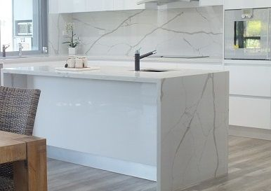 Smartstone's Calacatta Blanco is the most natural looking quartz surface available. It beautifully replicates natural stone with its dramatic brown-grey veining on a luminous white background accented with gold highlights. New larger slab size.