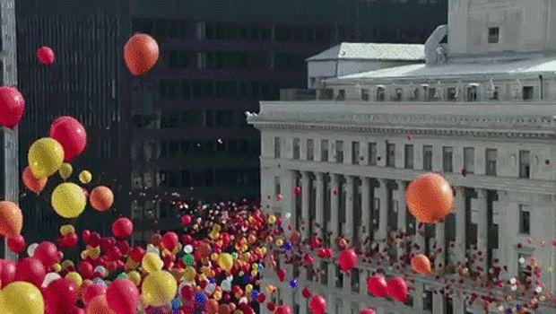 En lo más fffres.co: Miles de globos de colores recorren la ciudad en este poético anuncio del iPhone7:  Una de las principales… #Spots