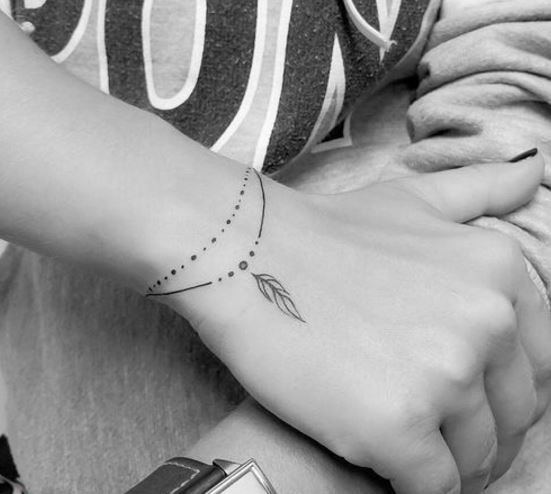 Com traços finos, este desenhos são ideias para quem quer algo discreto. Verdadeiras pulseiras eternas.