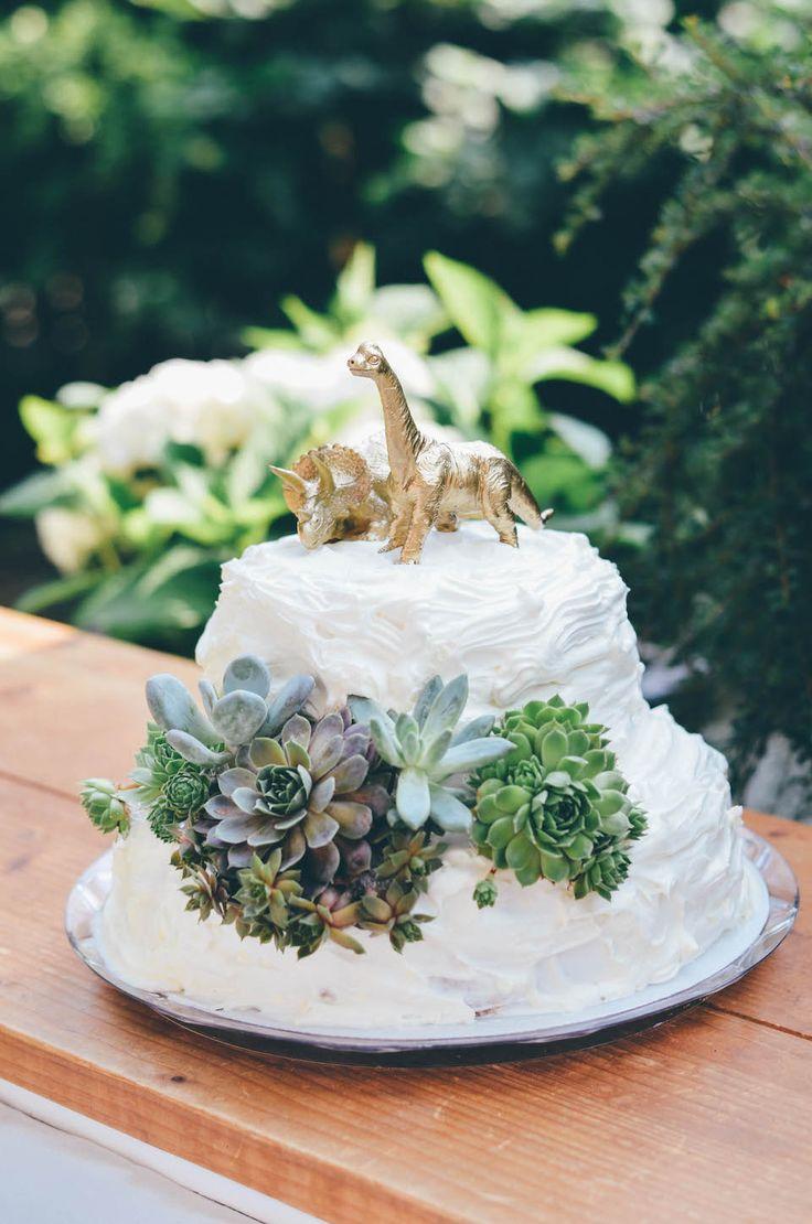 Annies wedding decor / succulents / Dinosaur / Decor Idear / Hochzeitsdeko / Sukulenten / Dinosaurier / Ikea Wedding / Cake / weddingcake / Hochzeitstorte