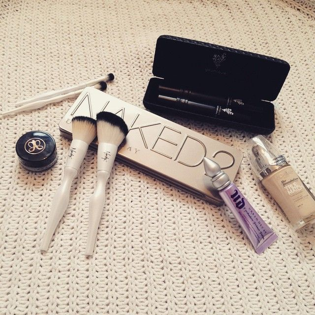Our Luxury Makeup Brush Set with Urban Decay Cosmetics , Younique - Corporate, Anastasia Beverly Hills and L'Oréal Paris ♥ #repost #nanshy #beauty #makeup #luxurymakeupbrushset #makeupcollection Photo credits to: www.forgetmenotchloe.blogspot.co.uk ♥