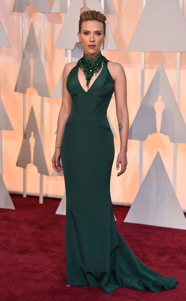 Scarlett Johansson from 2015 Oscars: Red Carpet Arrivals  In Versace love it except for that necklace....