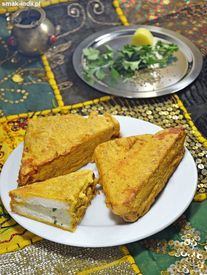 Chrupiące złocistepakory (mówi się równieżpakody)przyrządzane z chleba obtoczonego w cieście z ciecierzycowej mąki, często wypełniane pikantnym nadzieniem z ziemniaków to bardzo popularna wegetariańska przekąska oferowana w większości ulicznych jadłodaj