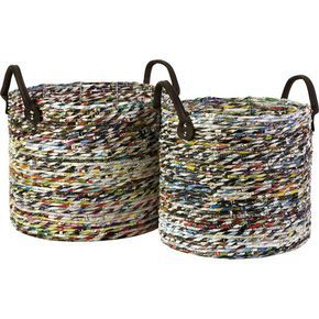 cestos feitos com canudinhos de revistas ou jornais