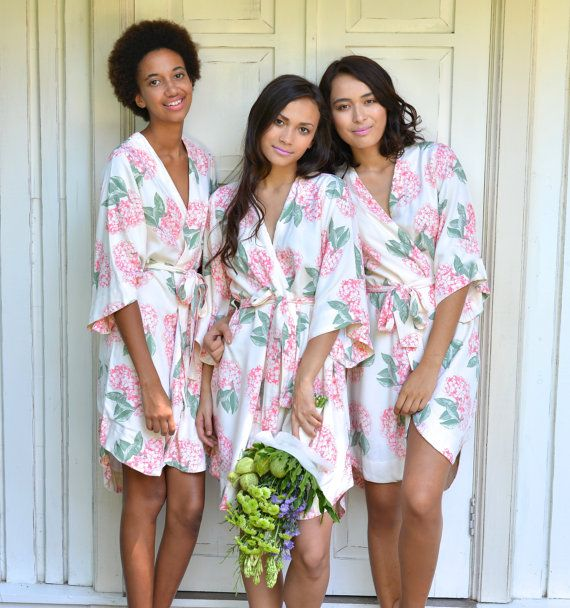 Have you thought of getting a bridesmaid robe as a gift for your girls? These ones from @Piyama are so pretty (and will look gorgeous in your wedding prep pics!)