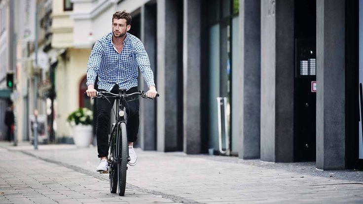 Wpływ jazdy rowerem na nasz umysł potrafi z pewnością docenić każdy cyklista - młodszy i starszy. Zazwyczaj, gdy chcemy się dotlenić, wychodzimy na spacer. A może spacer na rowerze?   Systematyczna jazda na rowerze wpływa pobudzająco na ośrodkowy układ nerwowy, a także polepsza zdolność uczenia się i reakcje organizmu na bodźce. Taka przejażdżka na dwóch kółkach sprawia, że nasz mózg zaczyna pracować sprawniej, a tym samym mamy lepsze samopoczucie. Aż chce się żyć! :) Więcej: bit.ly/2mDA