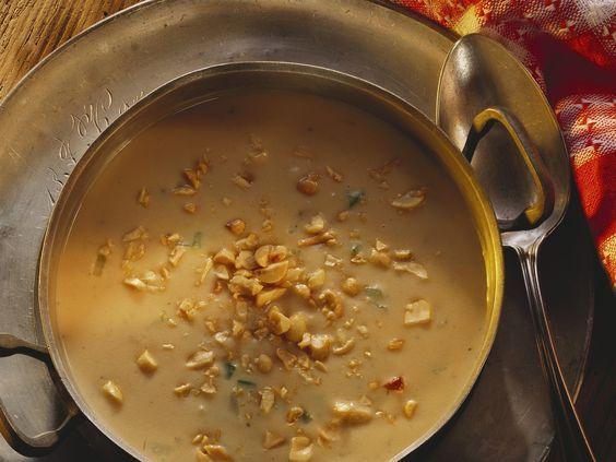 Eine wirklich besondere Suppe! Erdnusscremesuppe mit Staudensellerie - smarter - Zeit: 20 Min. | eatsmarter.de