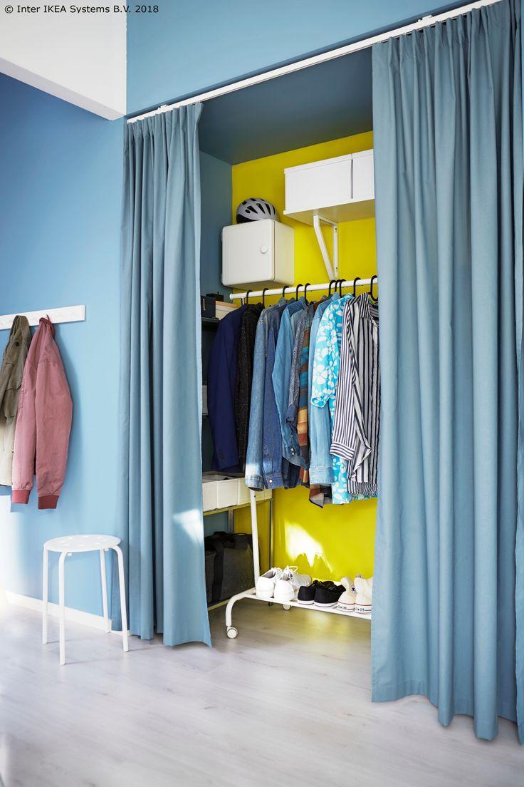 Ovaj fantastični stalak za odeću je odličan za slaganje obuće i odeće koja se kači na ofinger. Na točkiće je, što ga čini lako prenosivim u bilo koju prostoriju.