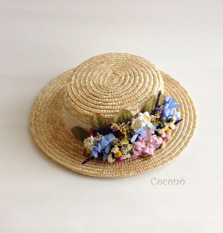 Image of Canotier  de copa baja decorado con flores secas y preservadas.