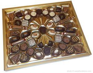 Pralines, Swiss Chocolate,  Lindt Connaisseurs Pralines - Switzerland Grocery Worldwide
