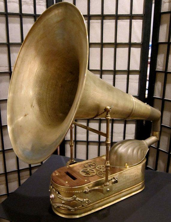 Steampunk Grand iPhone Victrola. via walyou | Antique music box, Steampunk,  Steampunk furniture