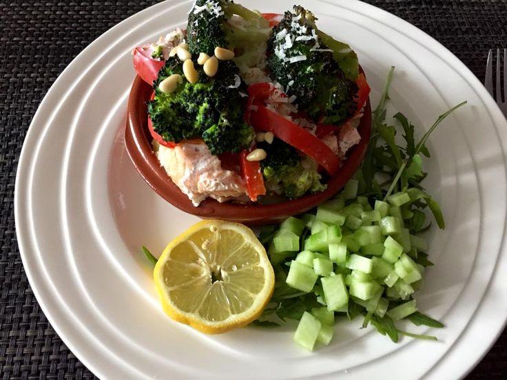 Ingrediënten: 2 á 4 zalmmoten 3 á 4 aardappelen 1 puntpaprika 1 stuk broccoli Zout / peper olijfolie slagroom 250 …