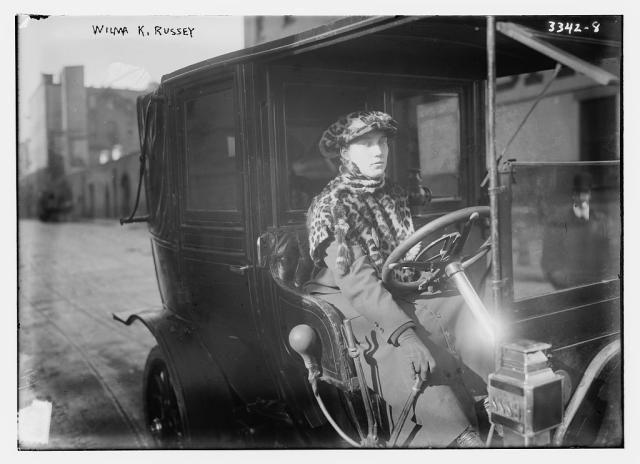 10 acontecimientos importantes para tu agenda feminista de 2015: Wilma Russey, la primera mujer taxista de Nueva York, el 1 de enero de 1915.