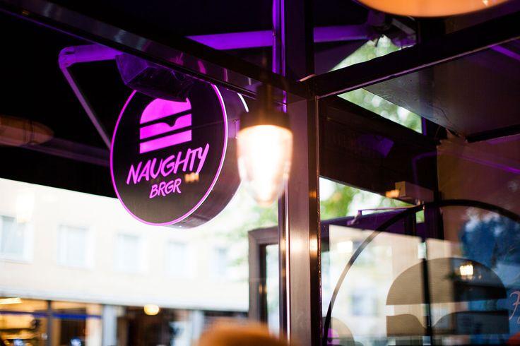Perhaps the best burger joint in Finland, established by the Top Chef winner Akseli Herlevi. Todennäköisesti Suomen paras burgeriravintola, jonka on perustanut TopChef-voittaja Akseli Herlevi.