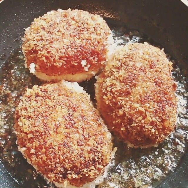 Can you hear the sound of sizzling Scotch eggs in the pan? ♪♪♪♪♪♪♪♪♪♪ #freshcookrecipe #chopstickspoon #scotcheggs #foodislove #foodie #myki...