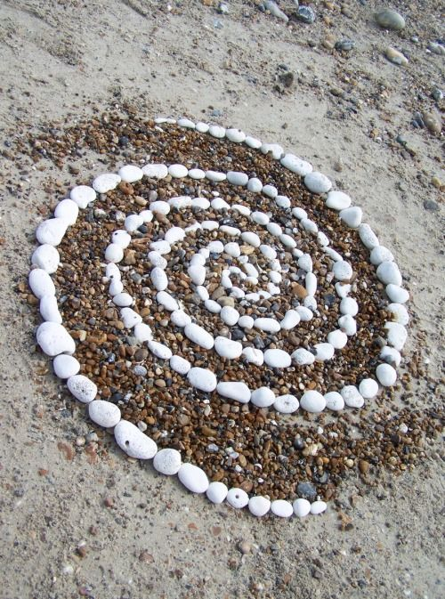 Pebble Spiral by Wayne Batchelor Mehr