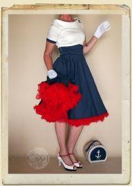 Wij introduceren de superleuke Darlene swing dress ! Deze 50 -stijl swing jurk heeft een retro kraag ;met knopen ;die 'of the ;schoulder' valt ;, korte mouwen met een contrasterende zoom, een flatterende  ;tailleband en een swingende volle cirkel rok.