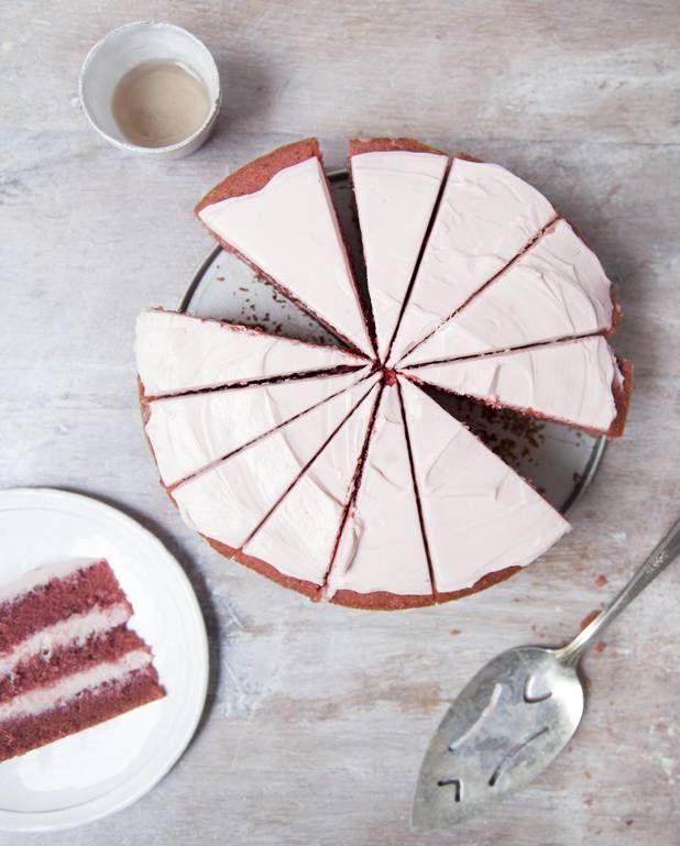 Gâteau rose à étages à la betterave pour 16 personnes - Recettes Elle à Table