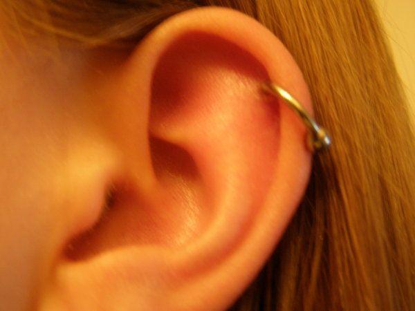 Piercing uší   Hannah-b