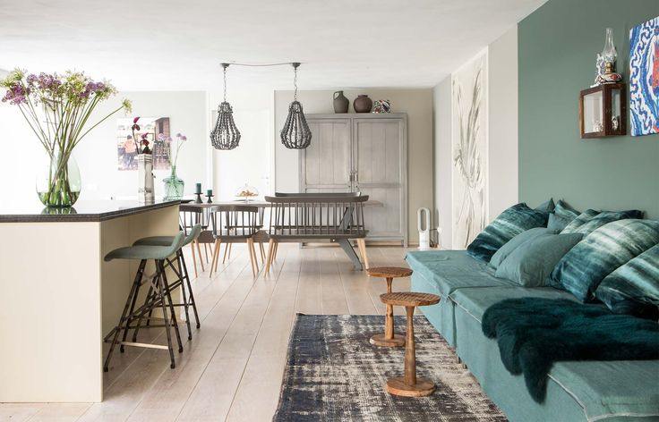 De sfeervolle loungehoek in de nieuwbouwwoning van Muserref en Battal | aflevering 2 | Styling Marianne Luning | Fotografie Barbara Kieboom