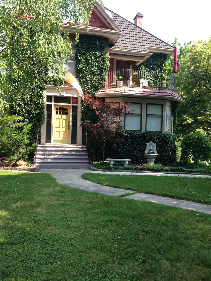 One of my favorite things about this corner home is the small, upper veranda. I've never seen anybody sitting out on it, though.