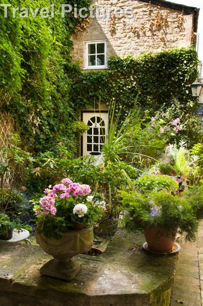 17 Best Images About Chic Shabby Romantic Courtyards On
