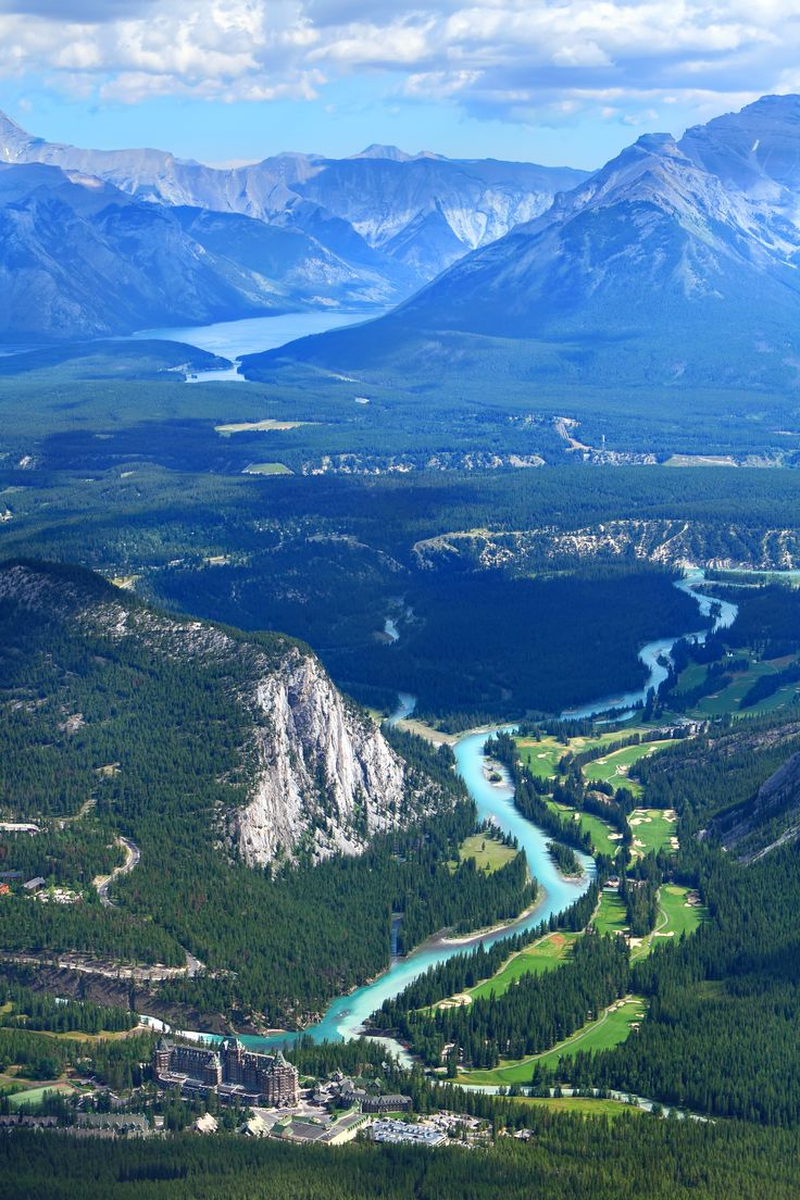 Canada❤️❤️❤️❤️❤️ Banff Bow Valley - 45 mins from Calgary (Canada). At the bottom of the picture is the Fairmont Banff Springs resort/spa hotel originally opened as a hotel in the 1880s. Incredible vacation...