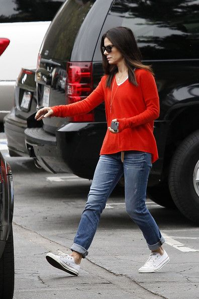 Sandra Bullock - oversized red pullover, cuffed boyfriend jeans, white chucks. Love her and this outfit