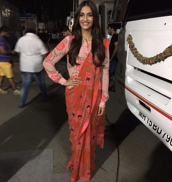Sonam Kapoor shows how to wear a shirt style blouse with sarees during Prem Ratan Dhan Payo promotions..