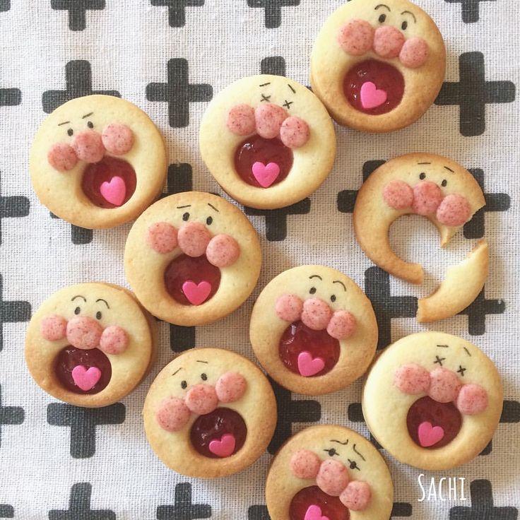 いいね!2,481件、コメント92件 ― Sachiさん(@sachi.ina)のInstagramアカウント: 「¨̮♡︎ いちごジャムをサンドした #あーんクッキー も 作ったよ(☽︎ ̍̑⚈͜︎ ̍̑☾︎) ⁑ わが子たちが小さい頃に よくアンパンマン描かされてたなぁ〜 困り顔がお気に入り♡…」