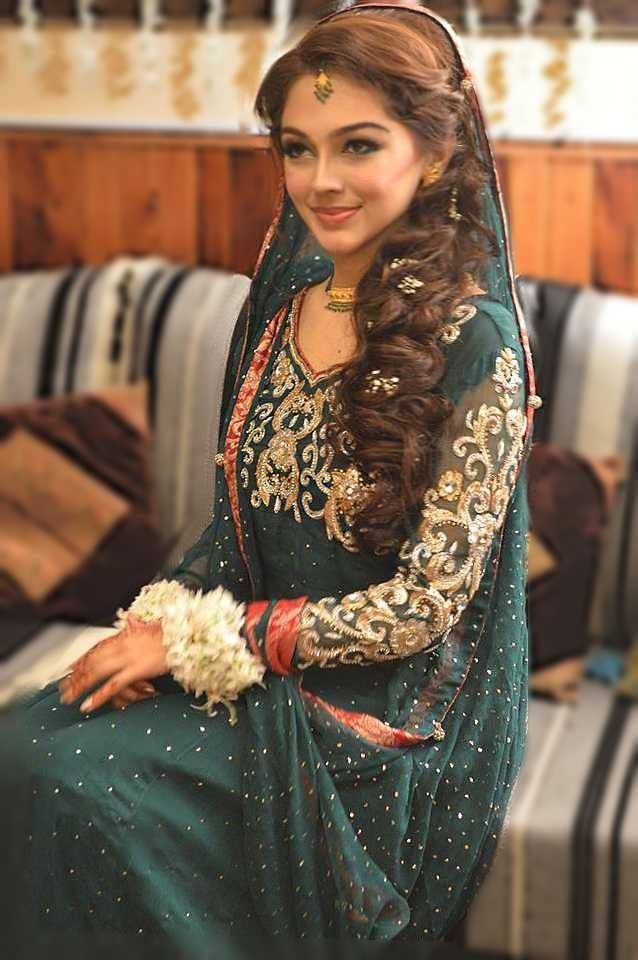 Pakistan South Asian desi bridal wear engagement dress nikah dress. flowers in hair. Love her hair more than anything though: