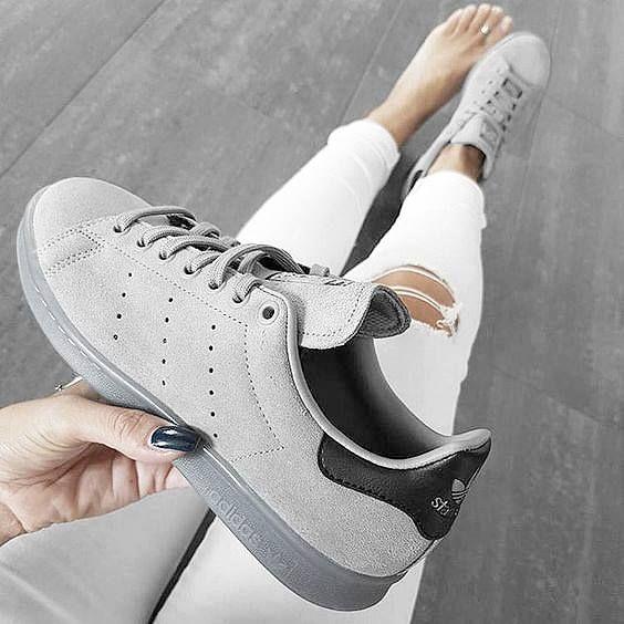 Packt eure weißen adidas Stan Smith wieder ein, hier kommt die Herbstvariante! Hier entdecken und shoppen: https://sturbock.me/Ubh
