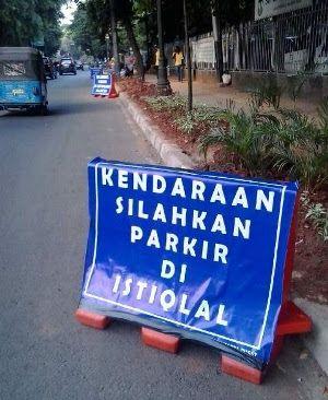 Jakarta - Masjid Istiqlal menyediakan lahan parkir baik motor dan mobil bagi para jemaat Gereja...
