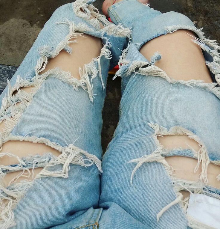#pantalones #rotos #moda #stile #look #chick #mujer #piernas #accesorios #