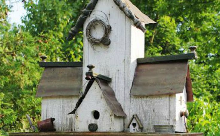 317 best birdhouses images on pinterest birdhouse ideas for Different types of birdhouses
