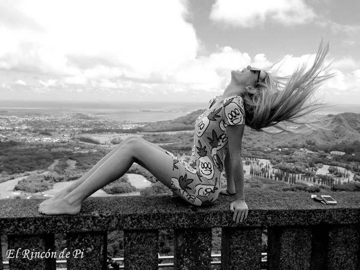 """""""Porque estar vivo no es respirar, caminar y dormir.Estar vivo es tener parches en el alma y cicatrices en el corazón. Es tener ampollas en las ganas con tiritas de colores. Es gritar con las manos, cantar con los ojos, jugar con los sueños y volar con los pies. Es nadar en los sentimientos aunque sea a contracorriente, explotar de emoción, querer sin mesura y dejarte querer sin miedo. Estar vivo es sentir."""""""