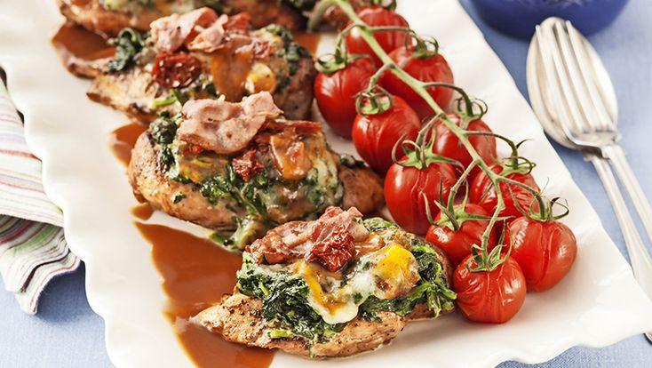 Gratinerad kycklingfilé med mozzarella och bacon