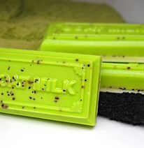 This beautifully New Zealand created, Vanilla scented, organic Goat's Soap is packed with goodness! Not only is it made with Goats Milk, but also contains the goodness of Kiwifruit Seed oil. CAN BE USED ON YOUR FACE - could be effective in treating acne.  Benefits of Kiwifruit seed oil on skin: - Helps to maintain moisture because of high levels of OMEGA-3, and therefore it prevents drying and scaling of skin. - Classic anti-ageing product. - Could aid in treatment of skin disorders such as…