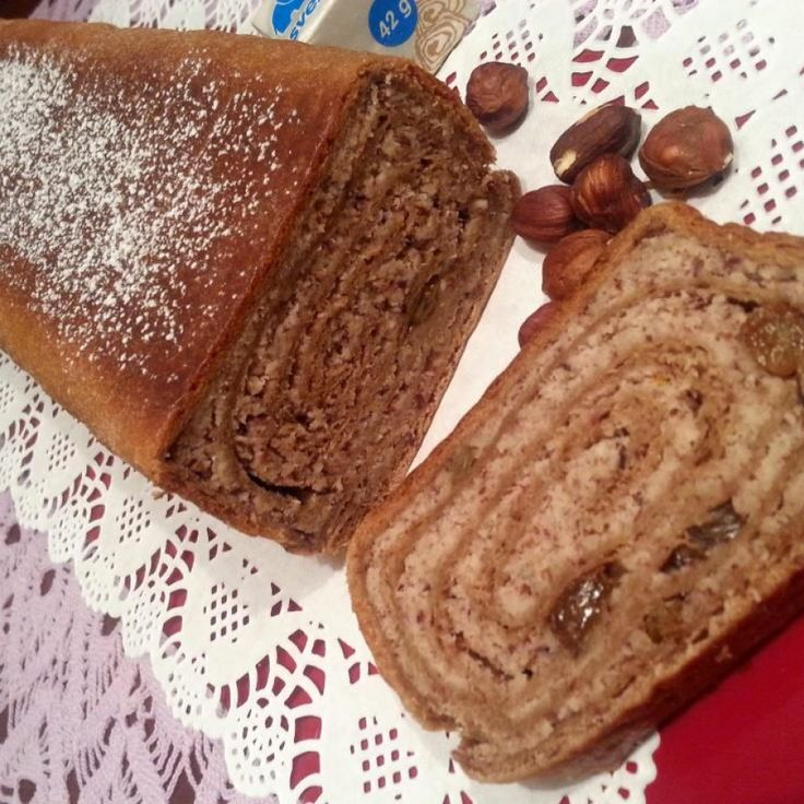 Lešnikova potica s čokoladnim testom | Kruh in potica