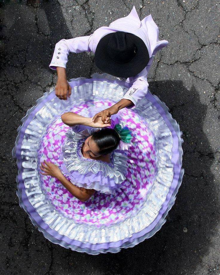 ¡Así se baila joropo en los Llanos colombianos! Otro de los premiados en el concurso de fotografía organizado por el Instituto de Turismo del Meta Dale click para verla mejor Foto: Isidro Santos. Colombia de Una