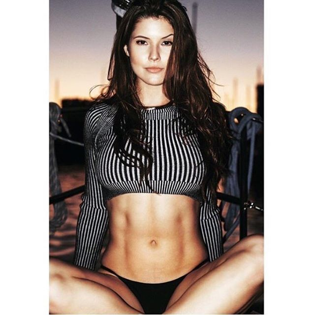 Those abs ❤️ #AmandaCerny
